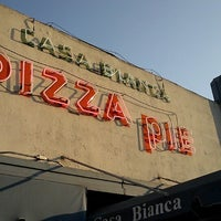 Foto scattata a Casa Bianca Pizza Pie da Lucia H. il 7/6/2013