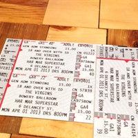 รูปภาพถ่ายที่ Concert Ticket Agency โดย neerad jet .. เมื่อ 3/28/2013