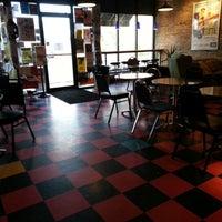 Foto tirada no(a) New Wave Coffee por Robert D. em 10/20/2012