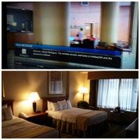 Foto diambil di The Watson Hotel oleh Hector L R. pada 6/30/2013