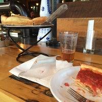 Foto tirada no(a) Patxi's Pizza por Jerry H. em 6/8/2014