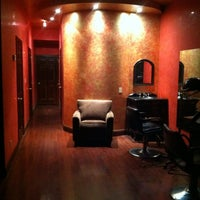 Photo prise au Shade Bar Organic Spa And Salon par silvia Z. le12/31/2012