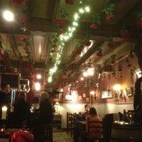 Foto tirada no(a) Café Rose Red por ludo w. em 12/18/2012