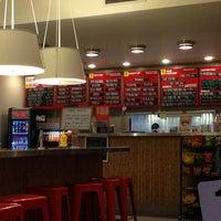 2/15/2013 tarihinde Antoine S.ziyaretçi tarafından Custom Burger'de çekilen fotoğraf