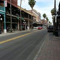 3/17/2013 tarihinde Andyziyaretçi tarafından Tampa Sweethearts Cigar Co'de çekilen fotoğraf