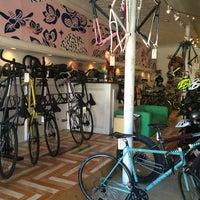 2/14/2015にWinnie G.がTransit Bicycle Co.で撮った写真