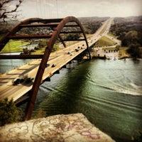 Снимок сделан в 360 Bridge (Pennybacker Bridge) пользователем Winnie G. 4/5/2013