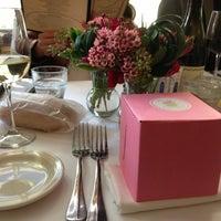 Foto tirada no(a) Coquette Cafe por Niki E. em 12/4/2012