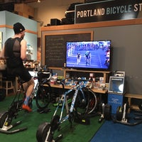 Foto tomada en Portland Bicycle Studio  por Phillip K. el 2/24/2016