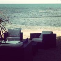 Снимок сделан в Santorini Ocean Lounge Restaurant пользователем Aaron R. 3/22/2013