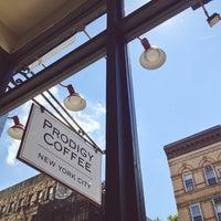 Foto tomada en Prodigy Coffee por Anne W. el 7/30/2013
