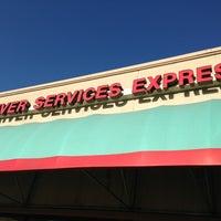 Foto tomada en Illinois Secretary of State - Express Drivers Services Facility por Moe D. el 3/28/2013