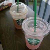 Das Foto wurde bei Starbucks von Nigel W. am 10/25/2013 aufgenommen