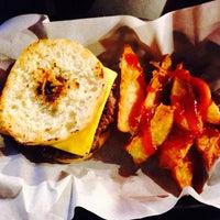 Foto diambil di Huangus Burger oleh Tamara U. pada 2/25/2014