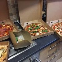 Das Foto wurde bei Sodo Pizza Cafe - Walthamstow von Dominic S. am 4/17/2016 aufgenommen