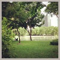 Foto scattata a Benchasiri Park da Ace Thanaboon S. il 6/16/2013