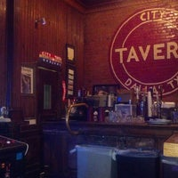 Das Foto wurde bei City Tavern von WillbillyDeluxe G. am 10/29/2012 aufgenommen