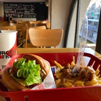 Foto tomada en Burger and Fries  por Thê-Minh T. el 12/31/2019