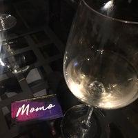 Foto tirada no(a) Momo Food + Wine por Jeanette P. em 3/15/2018