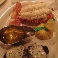 Foto tomada en Bob's Steak & Chop House por Urvi B. el 7/27/2013