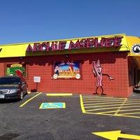 Foto tirada no(a) Archie McPhee por Abbi L. em 7/23/2013