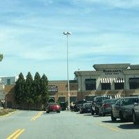 Foto tirada no(a) Perimeter Mall por Kym H. em 4/13/2013