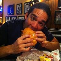 Foto tomada en Fuddruckers por Andres M. el 12/12/2012