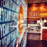 Photo prise au YEAH! Burger par Katie M. le10/1/2012