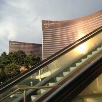 Das Foto wurde bei Wynn Las Vegas von Jacene Samantha H. am 5/11/2013 aufgenommen