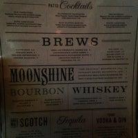 Foto tomada en Moonshine Patio Bar & Grill por Libby S. el 7/26/2013