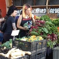 Foto tirada no(a) Mueller Farmers Market por Vicente L. em 4/28/2013
