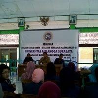 รูปภาพถ่ายที่ Kantor Kecamatan Omben โดย Rima N. เมื่อ 7/30/2013