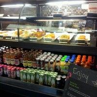 Das Foto wurde bei Starbucks von david s. am 10/12/2012 aufgenommen