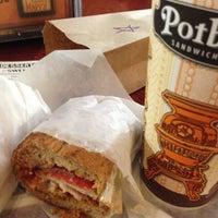 11/9/2013에 Chieko B.님이 Potbelly Sandwich Shop에서 찍은 사진