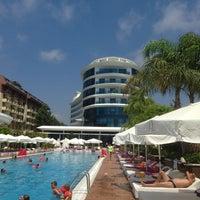 รูปภาพถ่ายที่ Q Premium Resort Hotel Alanya โดย Sofi I. เมื่อ 8/3/2013
