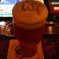 Foto scattata a Quinn's Irish Pub da Adam S. il 3/12/2013