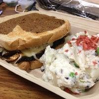 Das Foto wurde bei Bragg's Factory Diner von Frank L. am 5/8/2013 aufgenommen
