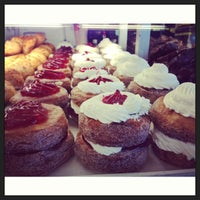 Photo prise au DK's Donuts and Bakery par Mayly le6/19/2013