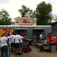 Foto tomada en Torchy's Tacos por Shelley M. el 3/30/2013