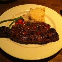 Foto scattata a The Keg Steakhouse + Bar da Alexis G. il 7/28/2011