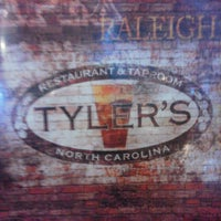Das Foto wurde bei Tyler's Restaurant & Taproom von James K. am 4/12/2013 aufgenommen
