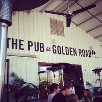 รูปภาพถ่ายที่ Golden Road Brewing โดย Brad S. เมื่อ 6/7/2013