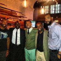 5/10/2013 tarihinde Charles C.ziyaretçi tarafından Era Art Bar & Lounge'de çekilen fotoğraf