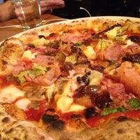 Photo prise au Tutta Bella Neapolitan Pizzeria par Richard C. le9/29/2012