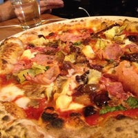 Снимок сделан в Tutta Bella Neapolitan Pizzeria пользователем Richard C. 9/29/2012
