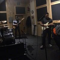 Foto diambil di Music Garage oleh Bruno P. pada 3/2/2016