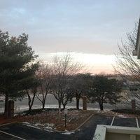 Foto diambil di Chase Suite Hotel By Woodfin oleh Adrian S. pada 2/2/2013