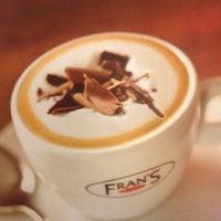 Foto tirada no(a) Fran's Café por Danilo L. em 4/27/2013