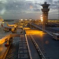 Foto tomada en Aeropuerto de París-Orly (ORY) por Sophie F. el 1/27/2013