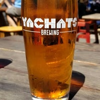 Foto scattata a Yachats Brewing + Farmstore da Brandon S. il 7/1/2018